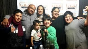 El grupo en La Radio en Linea